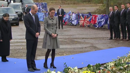 Prince William and Kate pay tribute to Leicester City helicopter crash victims