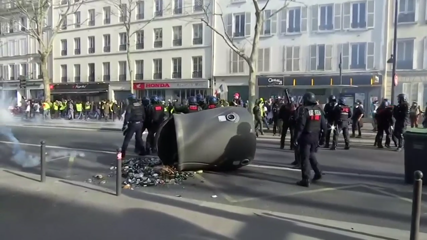 France's 'yellow vest' protests enter 14th week with more violence